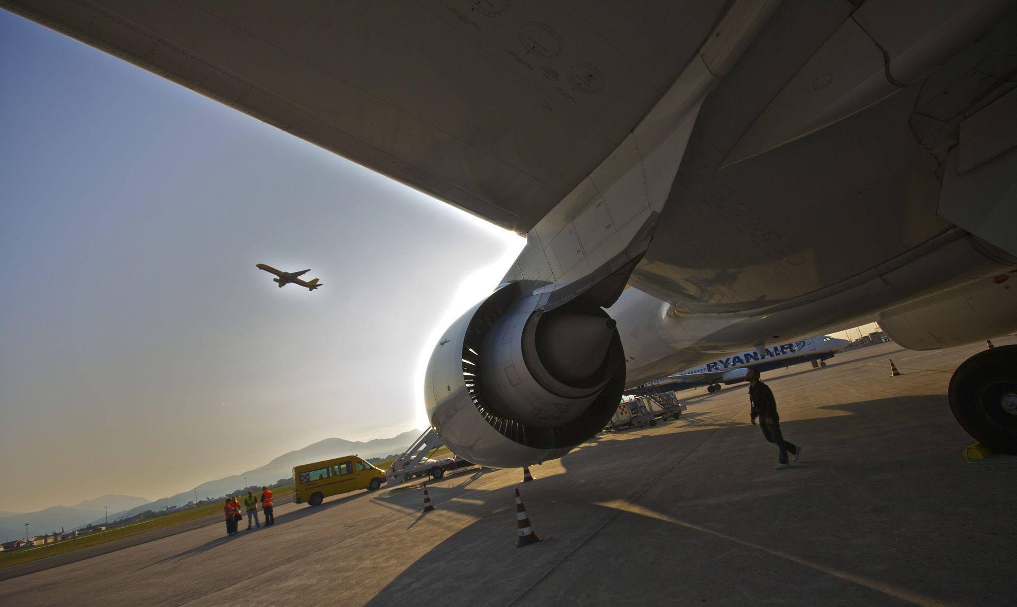 Aeroporto Orio Al Serio : Orio al serio airport stock photos orio al serio airport stock