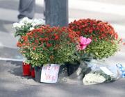 I fiori lasciati sul luogo dell'omicidio di Pasquale Tatone (Photoviews)