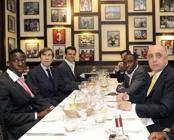 La dirigenza del Milan a cena da Giannino nel 2009 (foto Bozzani)