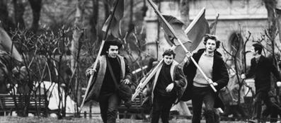Manifestazione in piazzale Accursio nel 1971 (foto Uliano Lucas)