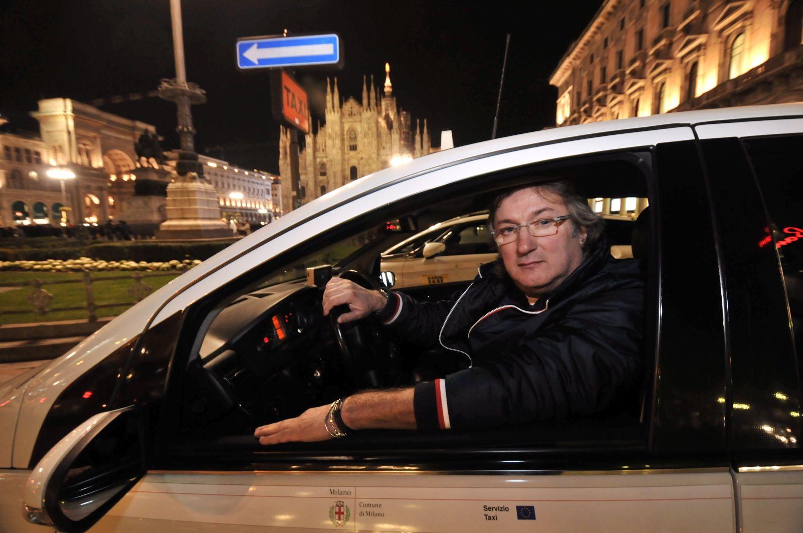 Gualtiero Felisi, dal 1976 alla guida del taxi Torino 48 (Fotogramma)