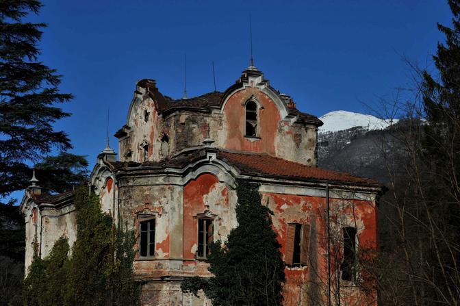 Villa de vecchi la casa rossa for Vecchi piani di casa artigiano