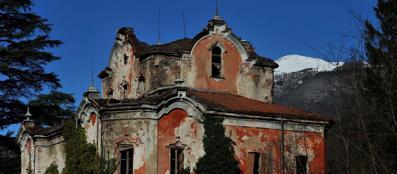 Spettri e delitti i misteri della casa rossa for Corriere casa