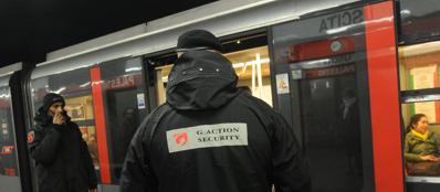 I vigilanti professionisti arruolati dalla dirigenza dell'Atm per affiancare i tutor nei controlli anti evasori e per potenziare il dispositivo di sicurezza nelle stazioni della metropolitana (Newpress)