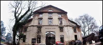 Una delle costruzioni dell'ex Macello comunale di Monza (foto Roby Bettolini)