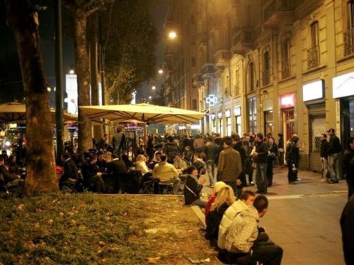 Niente panchine in corso sempione for Corso arredatore d interni milano