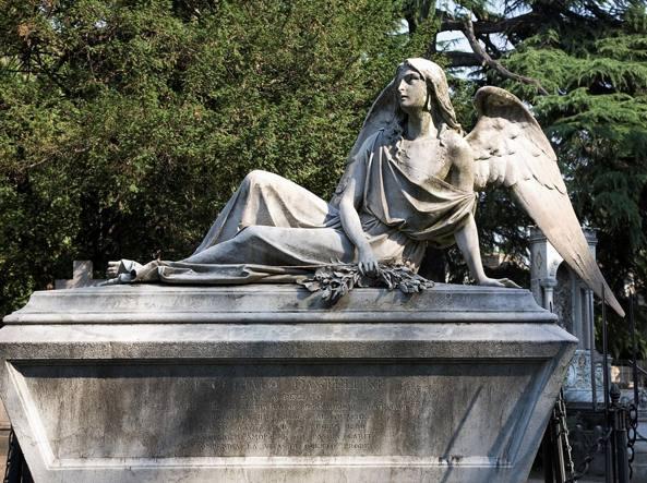 La scultura realizzata da Luigi Gilberto Buzzi per il sarcofago di Nicostrato Castellini Baldiserra