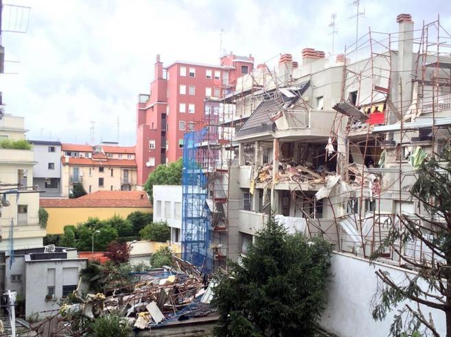 Milano, palazzo crollato: «Micaela si era accorta della fuga di gas» Foto