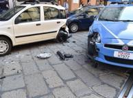 La volante si scontra con tre auto: caos in strada e traffico in tilt