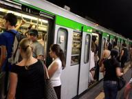 Malore sul treno del metrò, fermo di 20 minuti sulla linea verde