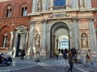 Milano, si laurea senza il diploma: «Ha faticato, il suo titolo è valido»