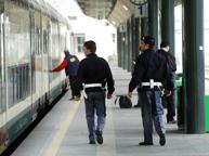 Palpeggia una giovane all'uscita del metrò in Centrale, arrestato