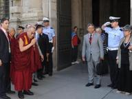 Le chiavi della città per il Dalai Lama La Cina: «No alla cittadinanza»