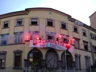 Il centro sociale Lambretta occupa un ex studentato. «Siamo tornati»