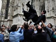 Piazza Duomo, il «volo» dei nuovi diaconi