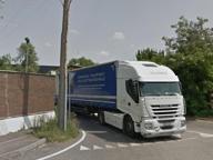 Investito nel parcheggio della ditta da un collega su un camion