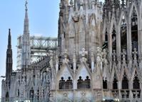 Milano, Duomo «sbiancato»: marmi nuovi per sostituire le parti rovinate