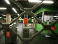 Trolley abbandonato, scatta allarme bomba: evacuata metro alla Centrale. Ferme le linee verde e gialla