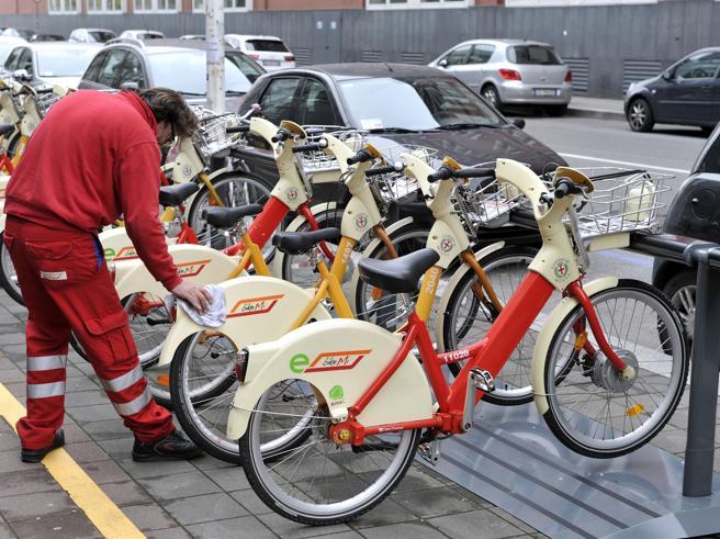 Milano, le batterie«sono esaurite» Dimezzate  le  bici elettriche
