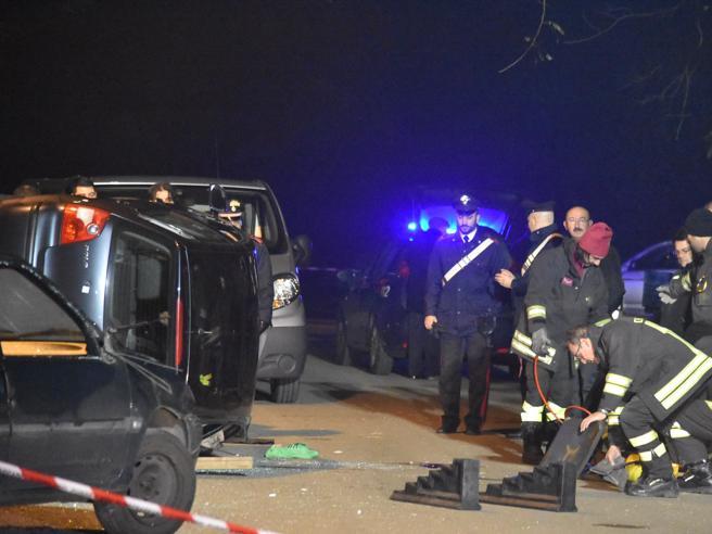 Far West a Canegrate: spari in strada, l'auto si ribalta. Uccisi due albanesi