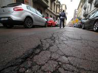 Via Ariberto: cede l'asfalto Strada chiusa al traffico