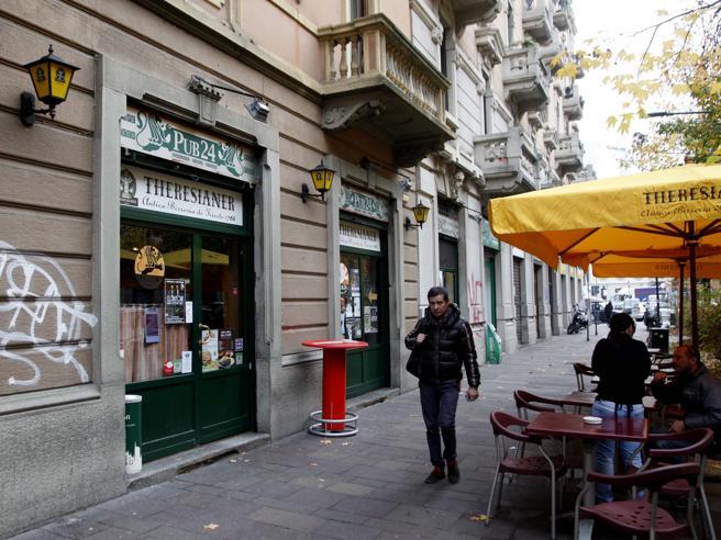 Violenza a Milano,   ventenni ubriachi in centro: «Dacci il telefono»E lo accoltellano