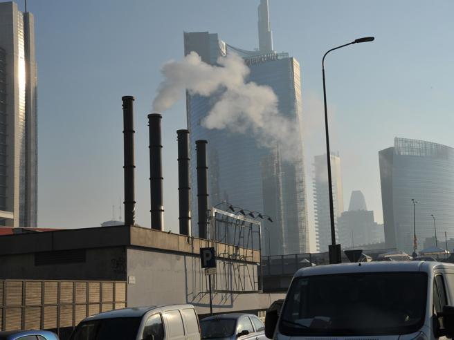 Emergenza smog, scattano  i divieti  Da Milano a Roma: blocchi città per città