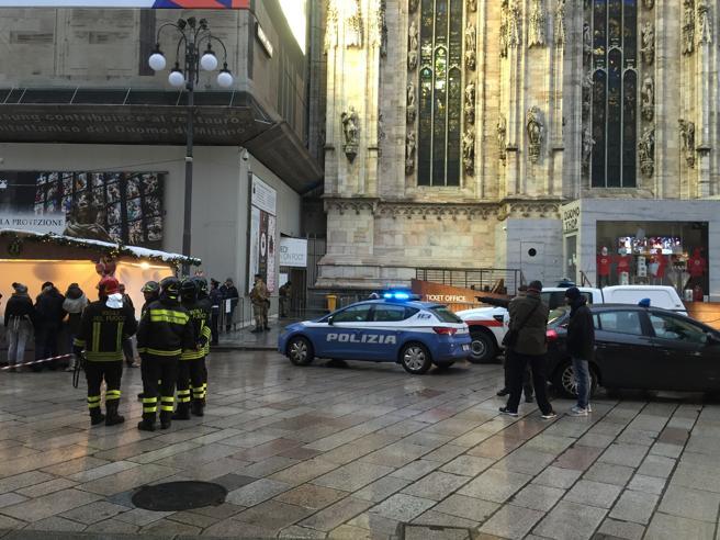 Precipita dalle terrazze del Duomo e cade sulle guglie: muore 62enne