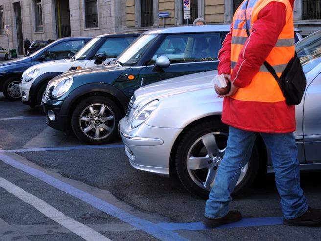 Milano, aumenti per le strisce bluSconti per «sosta più autobus»