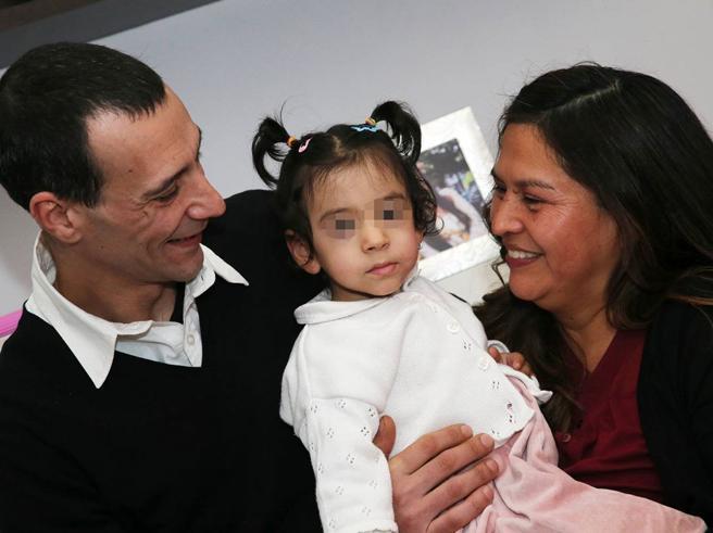 Diana,  350 grammi alla nascita ora salta Foto«Bimbo piuma» operato a Natale