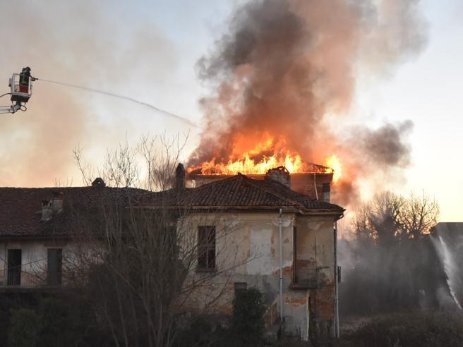 Verdiglione voleva farne un hotel: in fiamme la residenza del '700L'incendio - Il progetto di rilancio