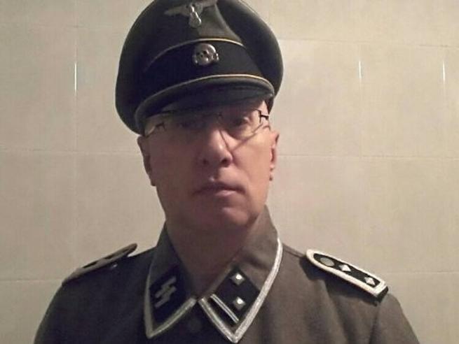 Il capo dei vigili in divisa da SsLa foto su Fb