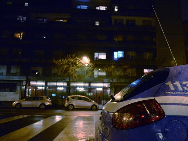 Milano, donna con ferite al volto trovata senza vita in casa