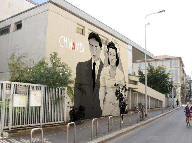 Milano, le proiezioni sui palazzi dividono Chinatown