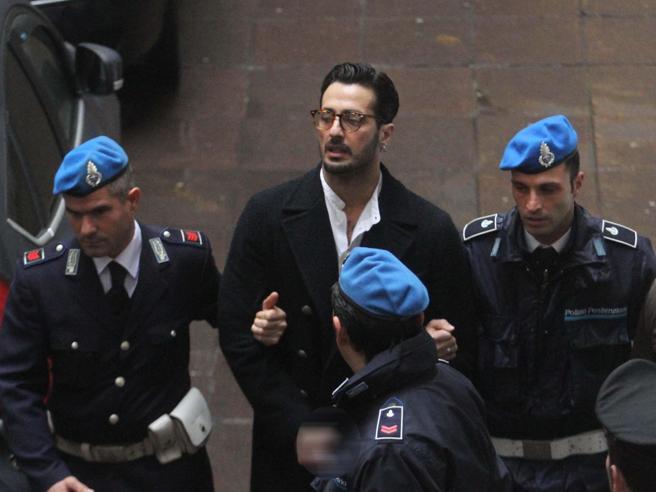 Fabrizio Corona resta in carcereLa Cassazione respinge il ricorsoDalle stelle alla cella - Fotostoria