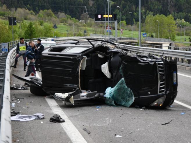 L'auto si ribalta per  100 metri  Grave  un'intera famiglia|FotoRientrava dal ponte di Pasqua
