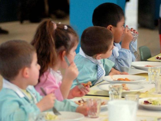 Milano, stop al sale negli asiliI genitori:«I bambini non mangiano più»