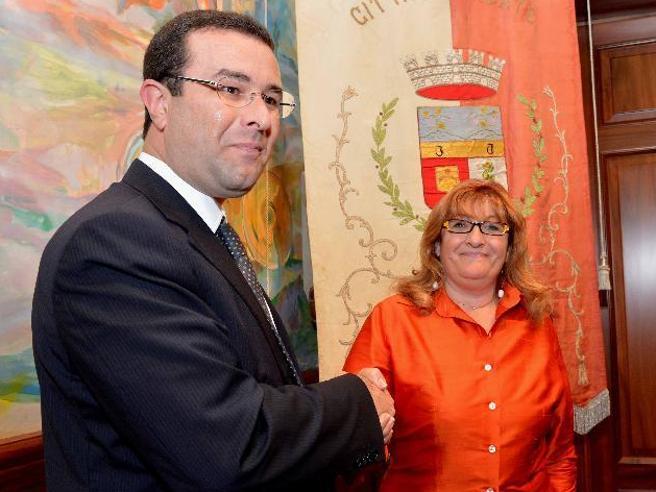 Tradate, senatore leghista insultala sindaca pd: «Stai zitta gallina»