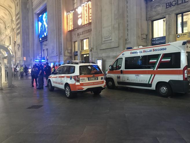 Milano, immigrato accoltellaun poliziotto e un militare  alla Stazione Centrale Video