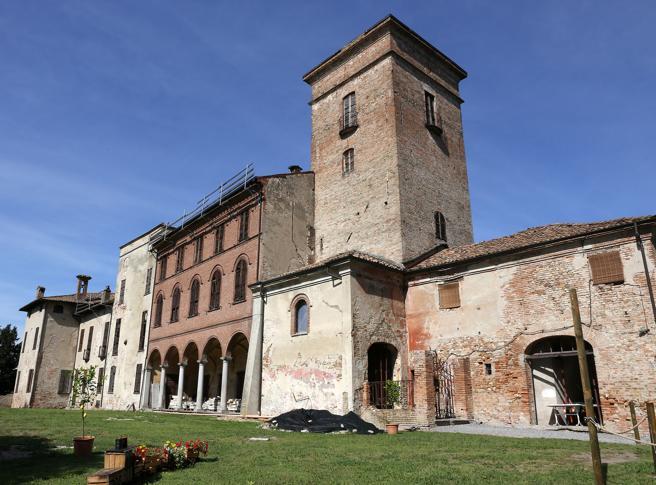 Pavia, 4 castelli da salvare: aste,  collette, speculazioni e degrado