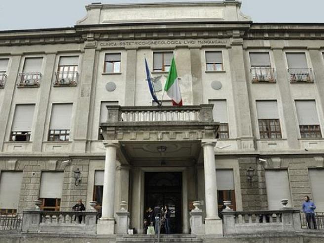 Milano, rapisce  neonata strappandola alla mamma: bloccata dall'ostetrica