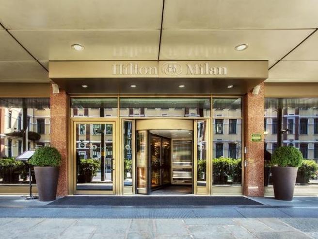 Milano, il giallo della valigetta sparita dall'Hilton con il collier di diamanti