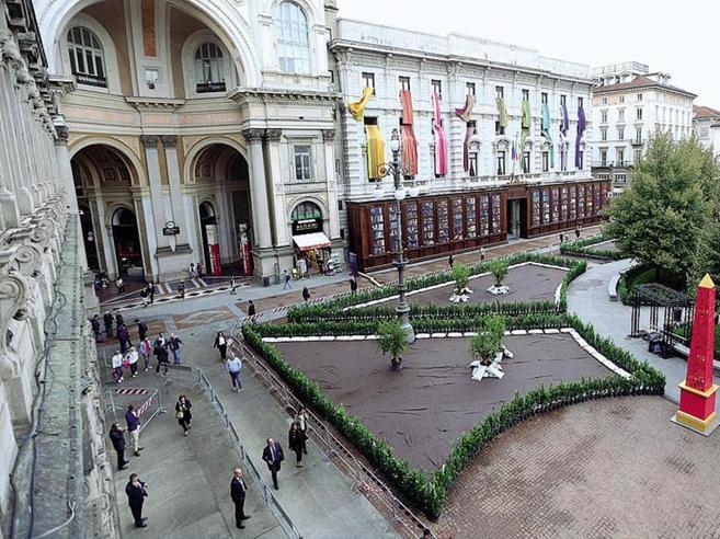 Milano tra modelle eventi e solidariet parte la for Settimana design milano