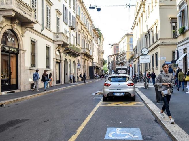 Ferrari nel  posto dei disabiliIl proprietario: «Io  vittima di un massacro mediatico»