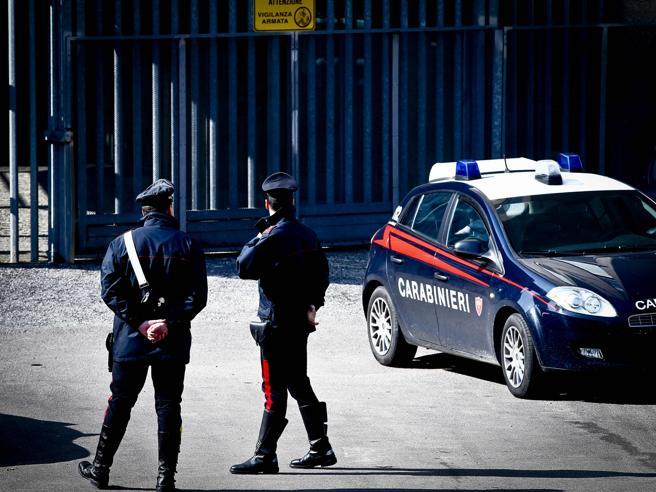 Milano, fa  colazione  al bar e poi viene ucciso  in strada con  7 colpi di pistola