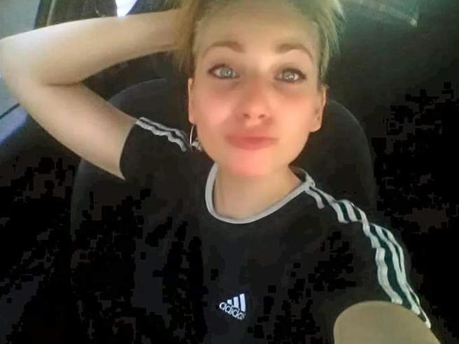 Ritrovata Dafne, la ragazza scomparsa dal bosco della droga di Marnate Le foto