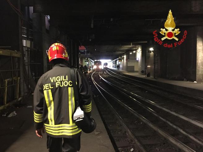 Milano, giovane investito da un treno. Ritardi per le linee Trenord