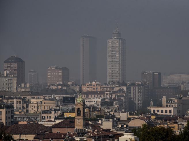 Milano e 11 capitali, patto anti.smog. «Entro il 2030 zero emissioni»