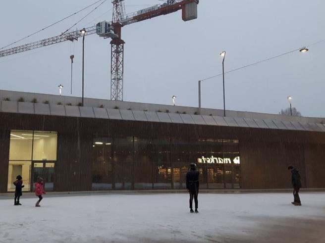 La magia della prima  nevea Milano: il Duomo e i Navigli      imbiancati Le foto - Il  video