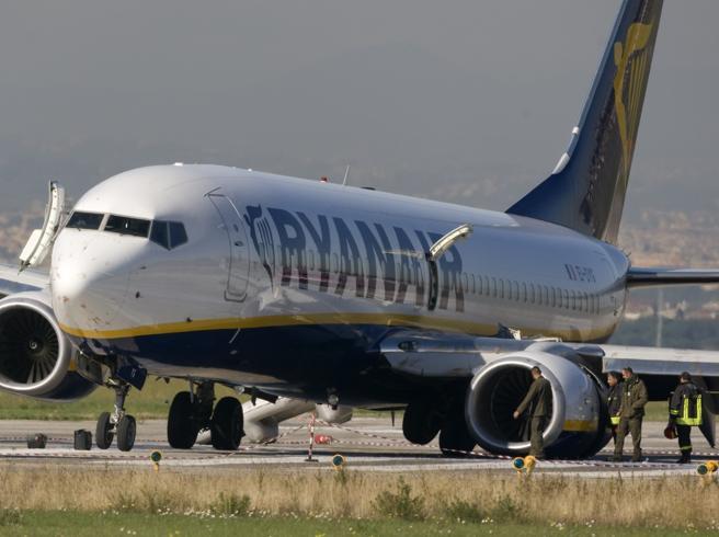 Malpensa, guasto sul volo Ryanair  «Stiamo perdendo carburante»
